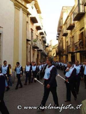 46-processione-davanti-la-chiesa-della-ss-trinita-nella-foto-la-congregazione-del-sacro-cuore