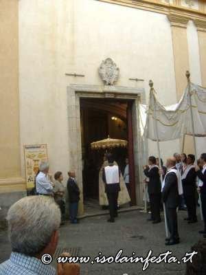 56-entrata-del-santissimo-nella-chiesa-del-collegio