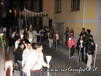 02-la-processione-in-via-alba