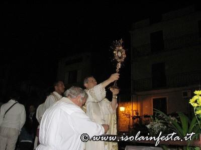 05-in-piazza-purrello-viene-impartita-la-benedizione