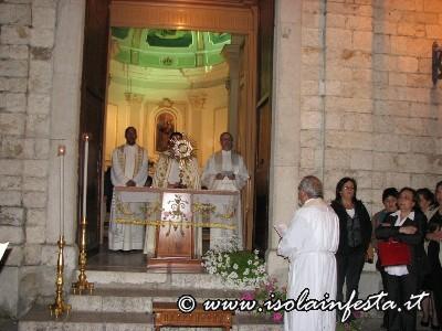 12-il-santissimo-sul-sagrato-della-chiesa-del-carmine