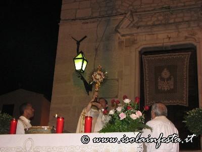 17-la-benedizione-eucaristica-a-conclusione-della-processione