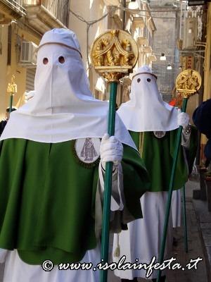 25-i-confrati-con-i-simboli-della-confraternita-mariana