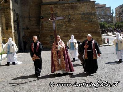 127-i-frati-francescani-in-processione