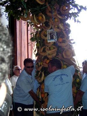 03-il-dono-dei-devoti-provenienti-da-cerami