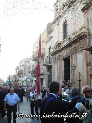 dscn2382-la-processione-passa-davanti-la-chiesa-di-san-giuseppe