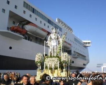 20-la-processione-dentro-il-porto