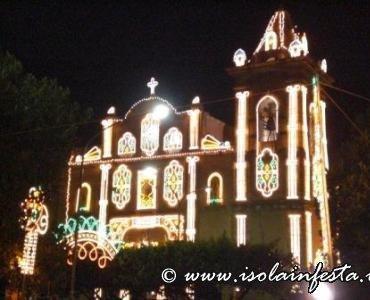 25-la-facciata-della-chiesa-illuminata
