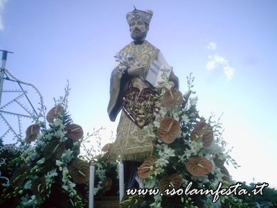 02-la-statua-di-s-gaetano-in-processione-per-le-vie-di-s-stefano-medio-10-08-08
