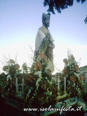05-la-statua-di-s-gaetano-in-processione-per-le-vie-di-s-stefano-medio-10-08-08