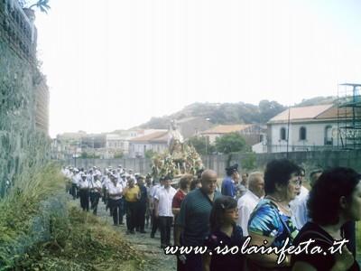 07-la-statua-di-s-gaetano-in-processione-lungo-il-torrente-di-s-stefano-medio-10-08-08