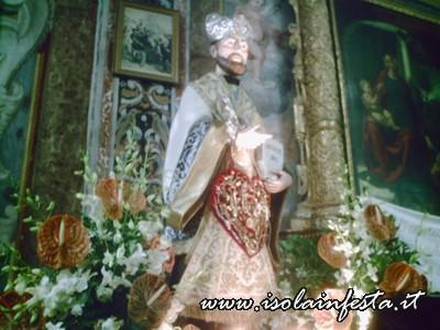 33-la-statua-di-s-gaetano-nella-chiesa-madre-di-s-stefano-medio-al-termine-della-processione-10-08-08