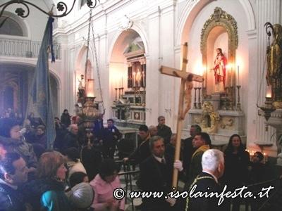 47-rientro-in-chiesa-della-processione-con-reposizione-del-simulacro-nella-cappella
