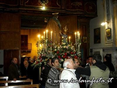 32_entrata__del_fercolo_in_chiesa