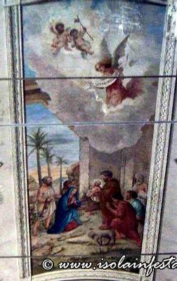 50_la_volta_della_chiesa_con_laffresco_centrale_raffigurante_la_nativita