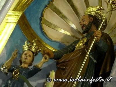 56_particolare_del_santo_appena_riposto_allinterno_del_cappellone