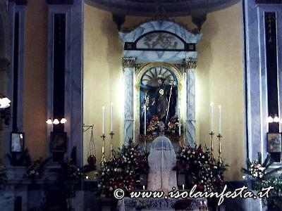 57_laltar_maggiore_della_chiesa_preparato_per_la_solennita