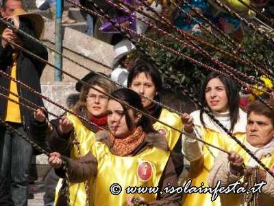 15-le-donne-che-tirano-i-lazzuna