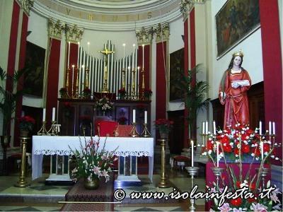 02altare-maggiore-della-chiesa-madre-di-macchia-con-il-simulacro-di-santa-lucia-esposto