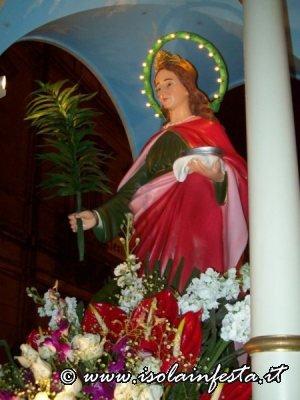 199-altra-foto-della-santa-con-ai-piedi-lomaggio-floreale