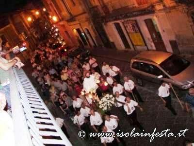 16-la-processione-ritorna-verso-la-chiesa