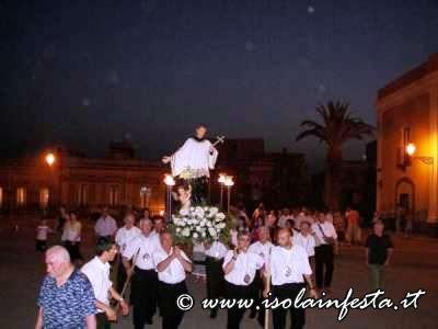 19-la-processione-ritorna-in-piazza
