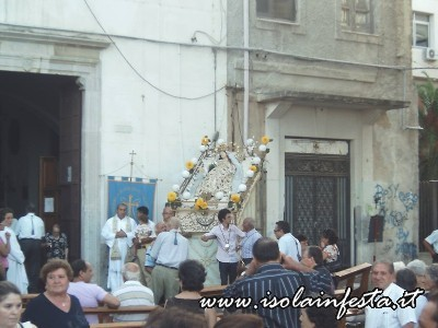 2-il-simulacro-della-madonna-uscito-in-processione