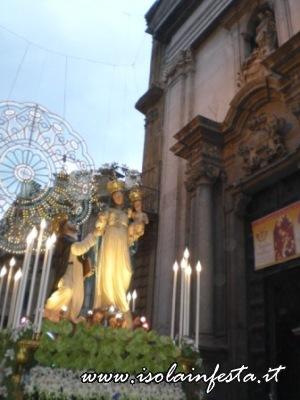 22-davanti-la-monumentale-chiesa-di-s-giuseppe-ai-teatini