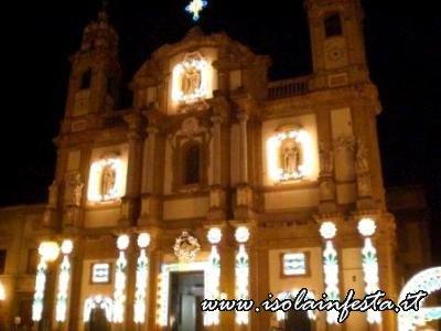 54-prospetto-illuminato-della-chiesa