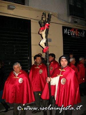 10-confraternita-del-crocifisso-in-processione