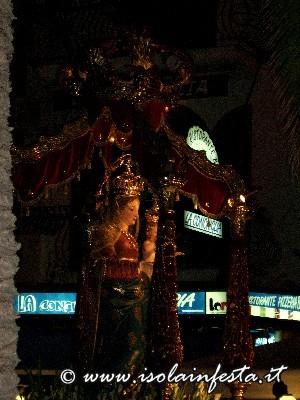 53-la-madonna-in-processione-in-tarda-serata