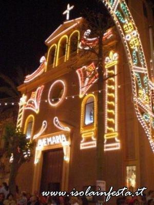 1-la-chiesa-parrocchiale-illuminata-a-festa