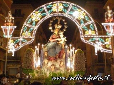 11-la-madonna-rientra-nella-piazza-della-chiesa