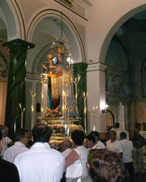4-la-madonna-in-chiesa-aspetta-luscita