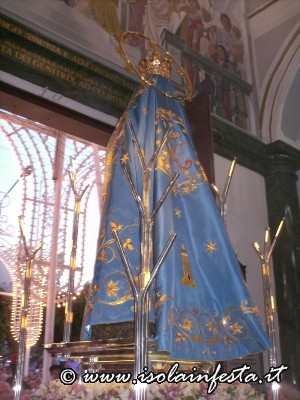 9-la-madonna-si-accinge-ad-uscire-dalla-chiesa-per-linizio-della-solenne-processione