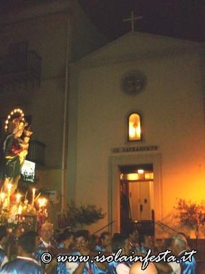 15-passaggio-del-simulacro-della-madonna-davanti-la-chiesetta-del-ss-sacramento