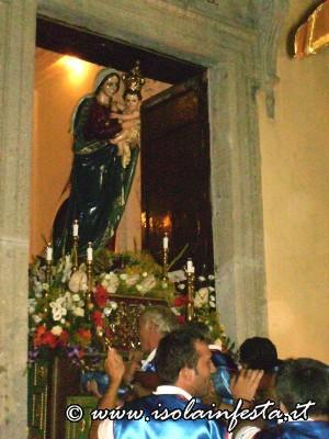 42-entrata-della-madonna-in-chiesa