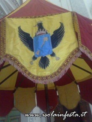 particolari-dell-ombrellone-stemma-della-basilica-1