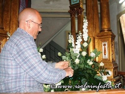 2-addobbo-floreale-del-fercolo-di-s-giuseppe-concesso-dallomonima-confraternita-per-la-processione