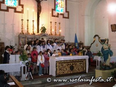 5-i-bambini-della-parrocchia-del-s-cuore-giunti-dal-quartiere-borgata-per-accompagnare-maria-in-chiesa-madre
