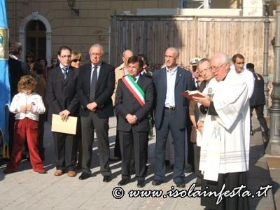 9-larciprete-d-gaetano-incardona-conclude-la-processione-con-linvocazione-alla-madonna