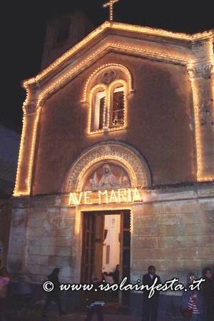 12-la-chiesa-maria-ss-immacolata-illuminata-a-festa-dove-si-custodisce-durante-lanno-il-simulacro-di-maria