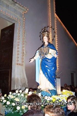 maria-ss-si-ferma-davanti-allingresso-della-chiesa-matrice-san-giuseppe