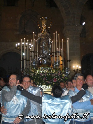 19-in-processione-per-le-navate-della-basilica