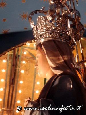 11-lo-sguardo-di-maria-verso-i-fedeli-prima-luscita
