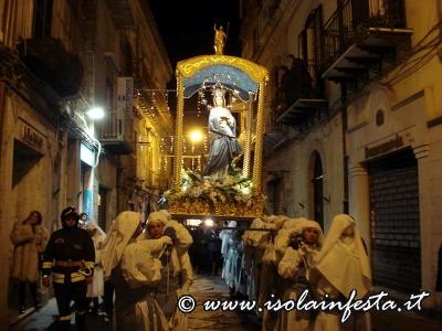 31-la-processione-per-via-roma