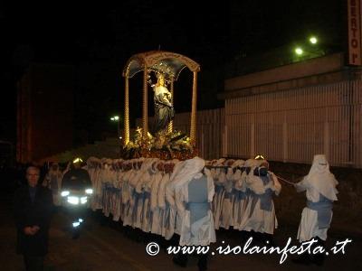 66-la-processione-nei-pressi-dellospedale