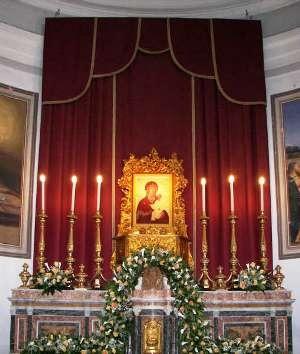 1-laltare-maggiore-della-chiesa-madre-con-la-sacra-icona