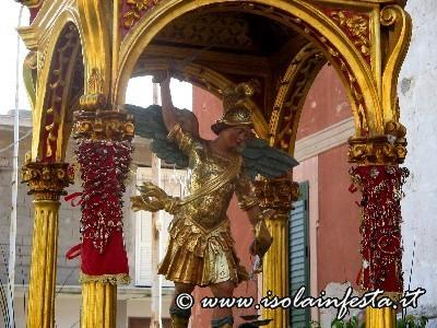 s-michele-arcangelo-sulla-sua-artistica-varetta
