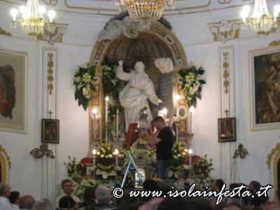 64-intronizzazine-del-busto-sull-altare-maggiore-del-santuario